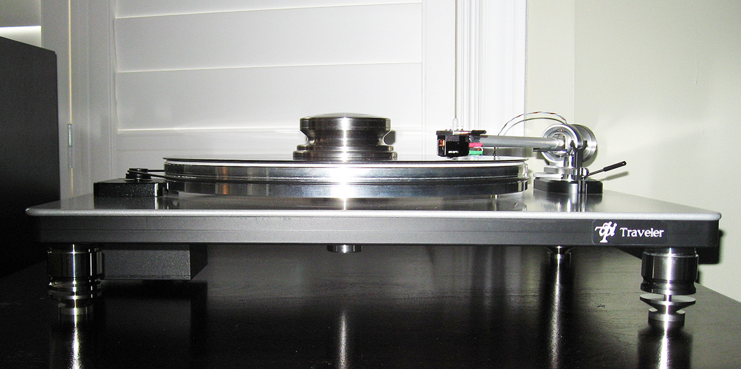 VPI Traveler with Medium AmCan Stainless Steel Footers